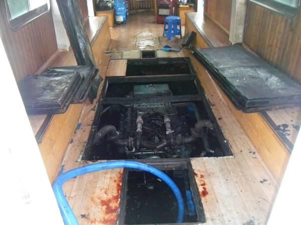 진해 탄약부두 인근 통선 기관실 화재 발생